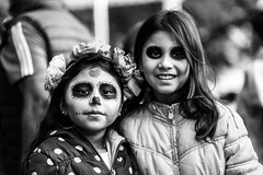 Girls on The Day of the Dead (Frederik Trovatten) Tags: bnw fuji fujifilm xt3 streetphotography street streetphotographer streetportrait streets blackandwhite blackandwhitephotography noir monochrome human people girls skeleton facepaint paint face