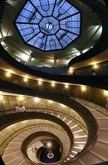 Museus do Vaticano (Geise Architecture) Tags: museu museum museo musée museusdovaticano vatiacnomuseum muséeduvaticano roma rome itália italy vaticano escada escadaria stairs staircase ladder escalera scala