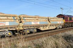 501112 Kingsthorpe 290918 (Dan86401) Tags: wilsonscrossing kingsthorpe northampton wcml 6w03 501112 mra mrab sidetipping bogie open ballast wagon freight thrall nr networkrail engineers departmental infrastructure