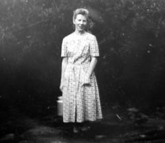 P1010909 (Ken-Zan) Tags: lady woman mjölk milk scanned vintage gb kenzan