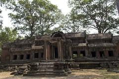 Accès arrière à l'enceinte du temple d'Angkor Vat (voyagesphotos) Tags: asia asie cambodge cambodia angkor vat siemreap temple hindu hinduism hindou hindouïsme architecture building bâtiment