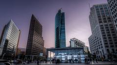 Berlino - Vacanze 2018 (auredeso) Tags: potsdamer platz potsdamerplatz berlino berlin germania germany grattacieli edifici magenta nikon d750 tamron hdr photomatix tonemapping nikond750 tamron1530