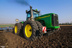 Raw Power! | JOHN DEERE 9620 Four-wheel Drive Tractor (martin_king.photo) Tags: seeding wheat autumnwork autumnwork2018 autumn powerfull martin king photo machines strong agricultural greatday great czechrepublic welovefarming agriculturalmachinery farm workday working modernagriculture landwirtschaft martinkingphoto machine machinery field huge big sky agriculture tschechische republik power dynastyphotography lukaskralphotocz day fans work place blue green compact planting seed tree trees landscape new caseih tractor clouds works caseihmagnum case red tyres goldenhour colours nice awesome johndeere köckerling johndeere9620 köckerlingvario cultivator smoke rawpower raw vintage old oldbutstrong duals dualwheels