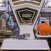 Deko Vintage Waage mit Kürbis am Timeout Market in Lissabon