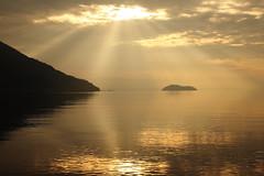 Morning light (Teruhide Tomori) Tags: マキノ 琵琶湖 滋賀県 高島市 竹生島 湖 日本 自然 風景 朝 朝日 morning sun japan japon lakebiwa landscape nature chikubuisland lake water sky clouds