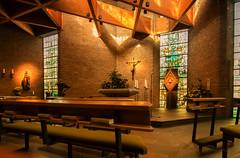 Kapelle in Bergisch Gladbach (videamus) Tags: paffrath katholische kirche moderne kapelle bergisch gladbach bergisches land bergische heimat catholic church kreuz herr jesus christus gottlob halt hoffnung zuversicht vertrauen glauben christentum verehrung faith kirchenfenster altar