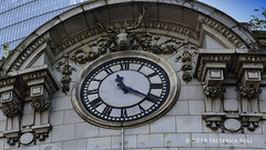 Findlater's Corner (© Freddie) Tags: london thames se1 borough lbsouthwark londonbridge findlaterscorner findlater londonbridgestation oddbins networkrail fjroll ©freddie clock time 1120 time1120