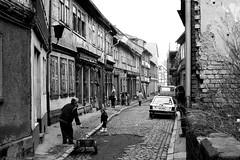 Street scene (Drehscheibe) Tags: nikonf2 nikkor50mm ilfordhp5 ilford 35mm film explore street gasse gebäude gehweg poeple