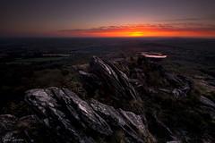 Up to the light (Traezh) Tags: karregantan bretagne breizh brittany sunset soleil pierre rochers rocks micaschistes horizon matin morning aube dawn aulne