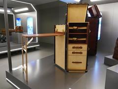 Louis Vuitton - secrétaire-bureau modèle Skokovski en cuir d'alligator 1994 (Mhln) Tags: louisvuitton malles lvmh luxe artisanat france ateliers atelier malle voyage journée particulières 2018
