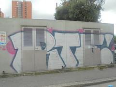 014 (en-ri) Tags: rtf rtfs crew bianco blu rosa genova zena wall muro graffiti writing