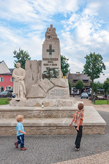 _DSC1520.jpg (Kaminscy) Tags: square pilsudski jozefow oldmarketsquare sightseeing clouds monument sky zamojszczyzna roztocze europe boys poland józefów lubelskie pl