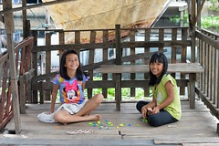 girls playing a board game (the foreign photographer - ฝรั่งถ่) Tags: two girls children playing board game sitting seated khlong bang bua portraits bangkhen bangkok thailand nikon d3200