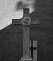 IMPREGNACIÓN DE ENERGÍA EN LOS CEMENTERIOS (Oniria Misterio) Tags: impregnaciónenergéticaencementerios artículo lugares miedo sombríos solitarios silencio atmósfera tristeza divulgación fotografía cementerios lápidas nichos estatuas crucifijos impregnaciónenergética fantasmas demonios espíritus horror terror