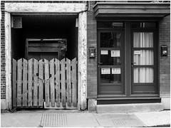 évolution (cjuliecmoi) Tags: montréal architecture bâtiment marche promenade urbain ville monochrome noiretblanc blackandwhite