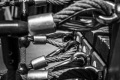 Security restraints (Jose Rahona) Tags: cuerdas amarres seguridad seguro link metal estructuras metalicas rope