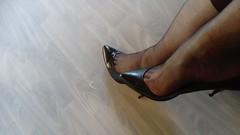 DSC_0512 (grandmacaon) Tags: highheels hautstalons toescleavage talonsaiguille lowcut lowcutshoes sexyheels stilettos