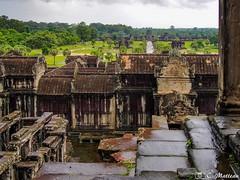 180726-117 Vue sur le temple (clamato39) Tags: angkor angkorwat cambodge cambodia asia asie voyage trip temple religieux religion ancient ancestrale historique historic history patrimoine ciel sky clouds nuages jungle
