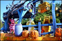Mickey's Halloween Celebration (ramonawings) Tags: mickeyshalloweencelebration celebration halloween mickey lacelebrationdhalloweendemickey squelette squeleton zombi bride ravachingbride phantom manor phantommanor marié minnie mouse minniemouse danseurs dancers husband zomby zombybride winnie winniethepooh tigger tigrou eeyore eyore bourriquet pigletporcinet daisy donald panpan miss bunny missbunny disney disneyland disneylandparis paris france automne automn vivelavie dlp fance fun win