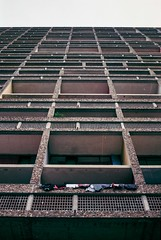 Cité radieuse 3 (herbdolphy) Tags: analogique argentique analog architecture corbusier film filmisnotdead 35mm fuji superia 400 pellicule yashica fx3super2000 zeiss