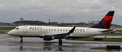 Sky West USA / Embraer ERJ-175LR / N270SY (vic_206) Tags: bos kbos skywestusa embraererj175lr n270sy