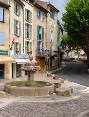 every town has one ([klauspeter]) Tags: street france mai brunnen valensole fountain may provence 2018 alpesdehauteprovence frankreich