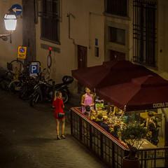 Nightlife in Florence (cpphotofinish) Tags: streetphoto carst1 cpphotofinish canondslr canon5dmk3 italia italy florence firenze toscana tuscany street night candid streetpeople nightphoto iloveitaly streetlife canonofficial canonnordic canonredlable canonitalia italialife