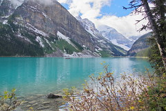 What the mist was hiding (Lake Louise, Canada) (armxesde) Tags: pentax ricoh k3 canada kanada banff banffnationalpark rockymountains alberta mountain berg lake see wasser water spiegelung reflection lakelouise autumn herbst fall blue türkis turquoise blau cloud wolke np
