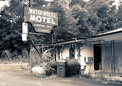 Waterwheel Motel, Cuthbert GA (Mike McCall) Tags: copyright2018mikemccall photography photo image usa culture southern america thesouth unitedstates northamerica south georgia randolph county cuthbert historic fineartphotography fineart art documentaryeditorial vernacular motel lodging inn hotel sleep vacation travel hwy27 waterwheel business commerce commercial abandoned closed sign signage telephone