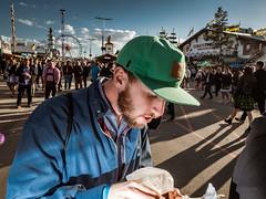 Menschen auf der Wiesn - People on the Oktoberfest 2018 Munich (120).jpg (Ralphs Images) Tags: streetphotography moods mft menschen olympuszuikolenses ralph´simages stimmungen panasoniclumixg9
