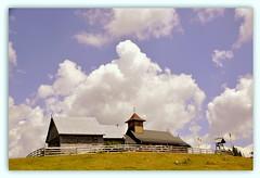 Alpages (au35) Tags: alpages roumanie église ciel nuages nikon d5000