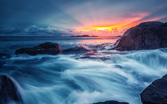 Crushing waves (bjorns_photography) Tags: landscape view sunset clouds waves water ocean rock nature sunlight