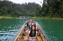 Bamboo rafting on the scenic lake Ha Roi Rai (B℮n) Tags: ha roi hai dirt trail kayak morning thailand three rocks karst formations landmark เขาสก khao sok national park jungle oerbos wildlife south surat thani wild mammals mountains virgin oldest forest rainforest sandstone limestone mountain 950m monsoon rain erosion asian elephant tiger sambar deer bear guar banteng serow boar pigtailed macaque langur white handed gibbons squirrel muntjak mouse barking boat man trip lake klong long prai wan raft cheow house bamboo floating 50faves topf50 100faves topf100