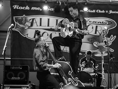 The rockin' man (EDU S.G.) Tags: rock rockabilly rockandroll rockin rocker blancoynegro blackandwhite concert live music musician guitar musico cantante contrabajo slapbass bass alligator jaen andalucia españa spain andalusia show nikon d700