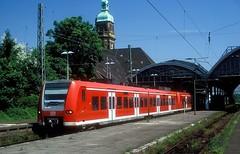 426 516 + 523  Krefeld  27.05.05 (w. + h. brutzer) Tags: krefeld eisenbahn eisenbahnen train trains deutschland germany railway triebwagen triebzug triebzüge 426 db webru analog nikon zug