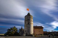 Windy day (StephAnna :-)) Tags: burg fahne placeduchâteau schloss switzerland vaud wind wolken castle clouds drapeau flag nuages orbe tour tower vent