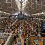 Foodstände am Timeout Market in Lissabon thumbnail
