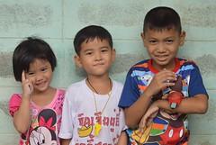 children (the foreign photographer - ฝรั่งถ่) Tags: aug12015nikon three children two boys girl khlong thanon portraits bangkhen bangkok thailand nikon d3200