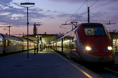 ETR 500 Firenze (TGr_79) Tags: train sunset etr500 trenitalia fs italy station railway railroad frecciarossa florence firenze