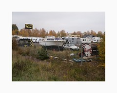 Hosjö 2018 (Karl Gunnarsson) Tags: falun sweden se g80 panasonic20mmf17 hosjö dalarna sverige longtermparking campers caravans boat vegetationchainlinkfence
