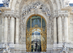 Petit Palais entrance, FIAC 2018 (Monceau) Tags: fiac 2018 sculpture petitpalais entrance gold black columns sculptures ornate