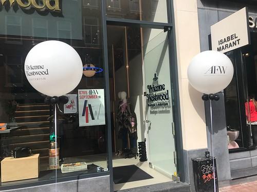 Cloudbuster Rond Bedrukt Viviene Westwood Amsterdam Fashionweek