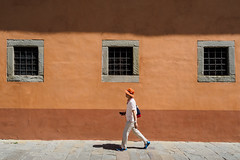 Pisa 05 (Peter.Bartlett) Tags: bag tourists people city olympuspenf colour hat man urban candid window m43 microfourthirds lunaphoto walking urbanarte wall streetphotography peterbartlett facade pisa toscana italy it