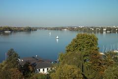 Ausblicke vom Le Méridien Hamburg (Elbmaedchen) Tags: hamburgvonoben alster hamburg ausblick hamburgmeineperle ausenalster segelbote flaute segeln