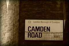 CAMDEN ROAD (polettieia) Tags: londra muro cartello