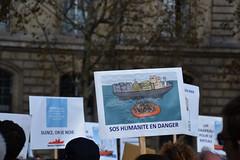Rassemblement Aquarius - SOS Méditerranée (Jeanne Menjoulet) Tags: refugees aquarius migrants manifestation paris sosmediterranée manif
