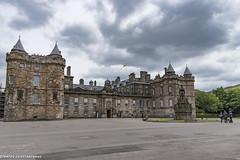 (Stratos28) Tags: edinburgh scotland nikon d720 palace uk 24120f4 holyroodpalace holyroodhome towers