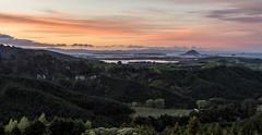 Sunset over Mount Maunganui (Kiwi-Steve) Tags: mountmaunganui tauranga bayofplenty newzealand nz nikon nikond7200 sunset landscape colour cloud