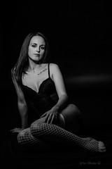 les bas résille  IMG_8614 (geneaban) Tags: blanc et noir résille bas légère tenue femme jeune jolie