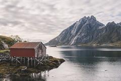 house on the lake (Foto_Fix_Automat) Tags: lofoten lostplaces exploration exploring explorer mountains wanderlust